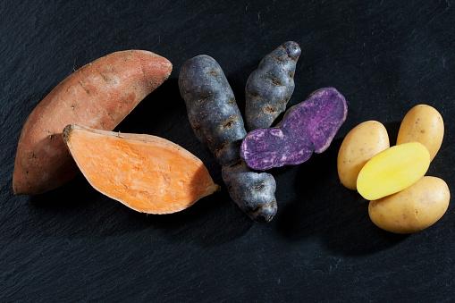 Peruvian Potato「Whole and slices sweet potato, purple potato and Drillinge on slate」:スマホ壁紙(6)