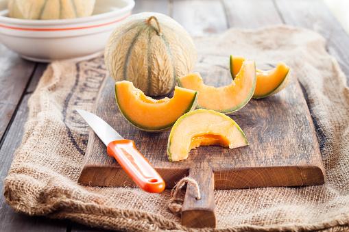 メロン「Whole and sliced Charentais melon」:スマホ壁紙(13)