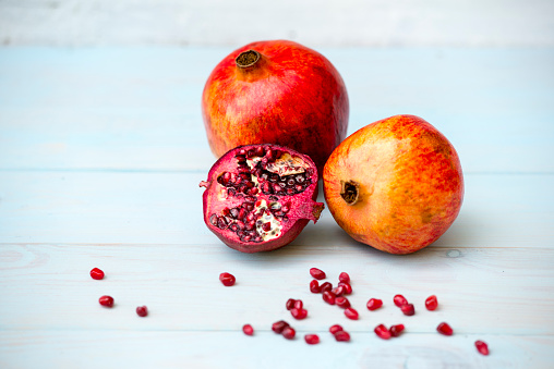 Pomegranate「Whole and sliced omegranate and pomegranate seeds on wood」:スマホ壁紙(19)
