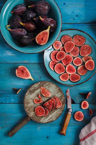 イチジク「Whole and sliced figs」:スマホ壁紙(17)