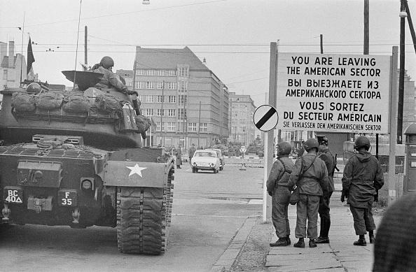 Boundary「Checkpoint Charlie」:写真・画像(5)[壁紙.com]