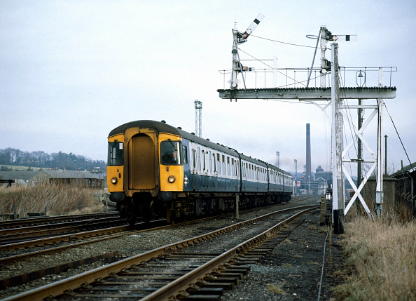United Archives「Skipton. The 10.05 D.M.U. Leeds for Morcambe heads west out of Skipton. 03.12.1983.」:写真・画像(10)[壁紙.com]