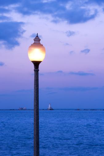 Great Lakes「Street lamp at Lake Michigan」:スマホ壁紙(18)