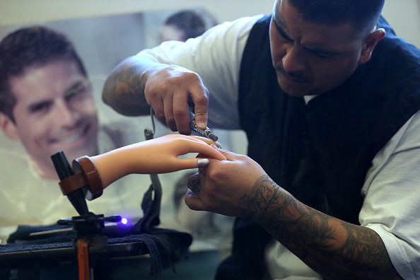Employment And Labor「California Prison's Beauty School Provides Inmates With Valuable Job Skills」:写真・画像(1)[壁紙.com]