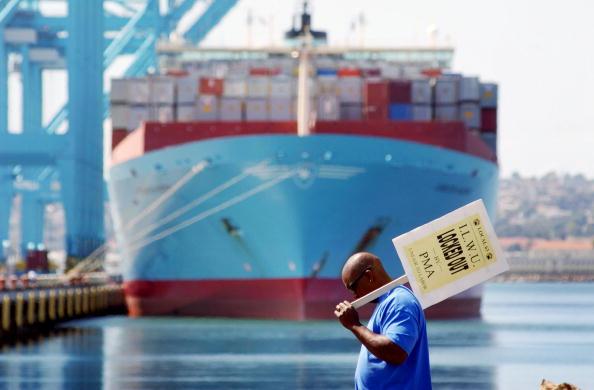 Cargo Container「Labor Dispute Closes West Coast Ports」:写真・画像(17)[壁紙.com]