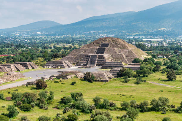Ancient Teotihuacan pyramids and ruins in Mexico City:スマホ壁紙(壁紙.com)