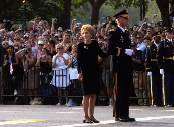 Human Arm「Reagan Casket Transported To The Capitol」:写真・画像(9)[壁紙.com]