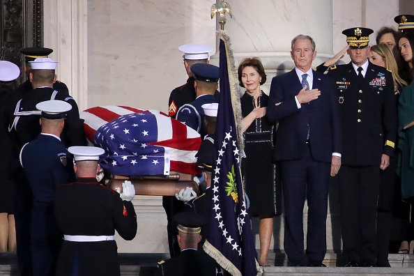Funeral「Congressional Leaders Host Arrival Ceremony At Capitol For Late President George H.W. Bush」:写真・画像(5)[壁紙.com]