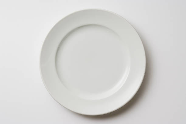 Isolated shot of white plate on white background:スマホ壁紙(壁紙.com)