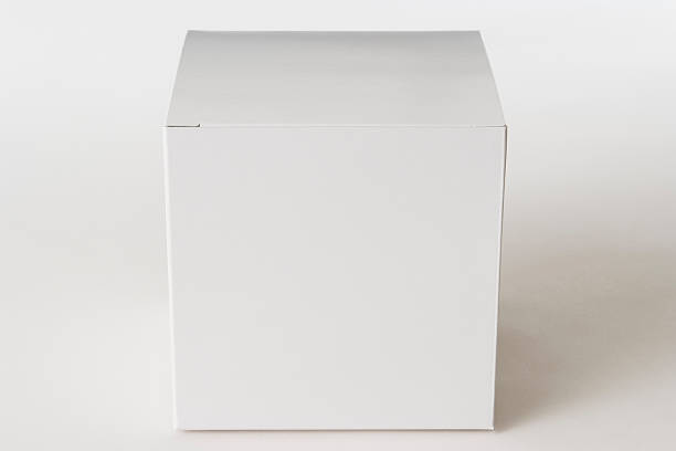 Isolated shot of closed blank cube box on white background:スマホ壁紙(壁紙.com)