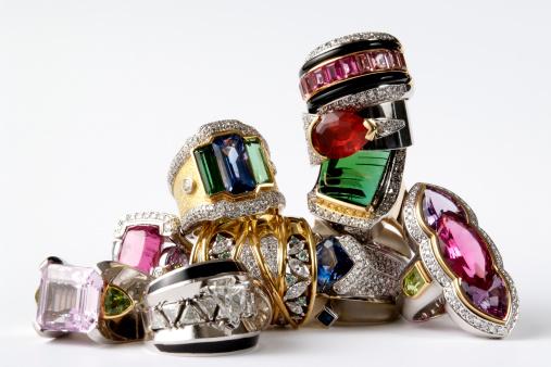 Crystal「Isolated shot of stacked luxury ring on white background」:スマホ壁紙(6)