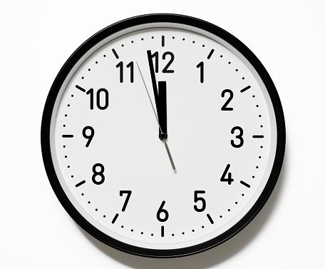 Clock「絶縁ショット 12 オクロッククロックフェースに白背景」:スマホ壁紙(13)