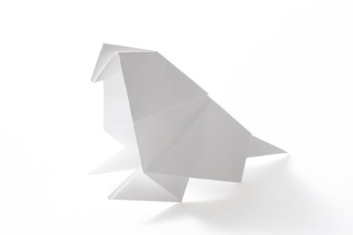 Paper Craft「Isolated shot of blank origami parakeet on white background」:スマホ壁紙(16)