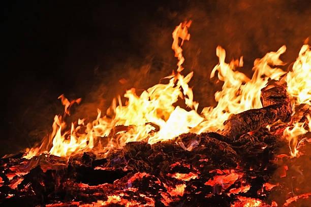 Images in Flames:スマホ壁紙(壁紙.com)