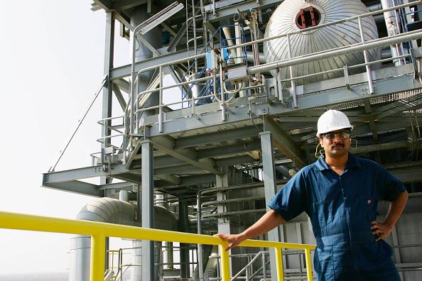Hardhat「Worker in power station, Muscat, Oman」:写真・画像(5)[壁紙.com]