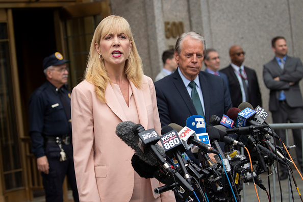 Victim「Judge Rules On Whether Accused Sex Trafficker Jeffrey Epstein Gets Bail」:写真・画像(8)[壁紙.com]