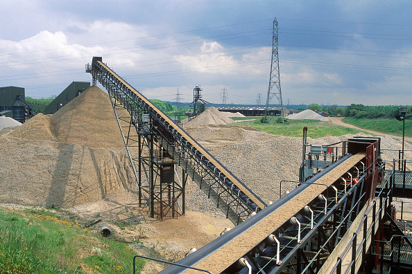 Sparse「Aggregates production. View of conveyor belt, Surrey, UK.」:写真・画像(9)[壁紙.com]