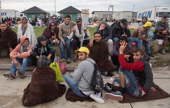 Land Vehicle「Austria Opens The Border To Thousands Of Migrants」:写真・画像(2)[壁紙.com]