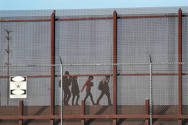 Record Number Of Migrants Stream Across U.S.  Border, Straining Resources:ニュース(壁紙.com)