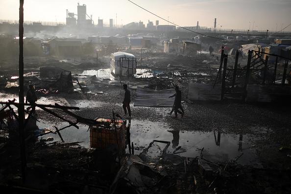 Calais「Migrants Leave The Jungle Refugee Camp In Calais」:写真・画像(6)[壁紙.com]