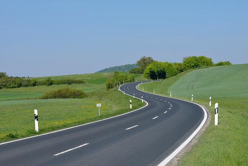 Road Marking「Winding rural road.」:スマホ壁紙(3)