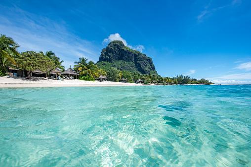 Mauritius「Le Morne Beach Luxury Resort, Mauritius. Feels like dreaming.」:スマホ壁紙(7)