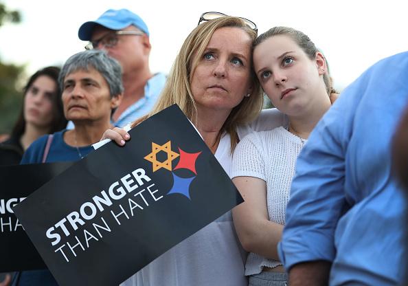 Tree Squirrel「Vigil Held At Miami Beach Holocaust Memorial For Victims Of Synagogue Shooting」:写真・画像(12)[壁紙.com]