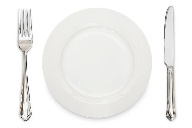 A white plate, knife and fork against a white background:スマホ壁紙(壁紙.com)