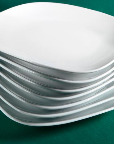 Formalwear「White plate in a stack」:スマホ壁紙(19)