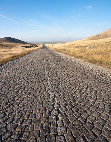Paving Stone「Romanian Country Road」:スマホ壁紙(16)