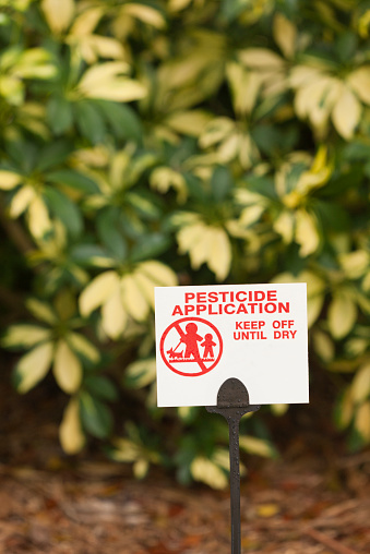 Insecticide「Pesticide Application warning sign on yard」:スマホ壁紙(10)