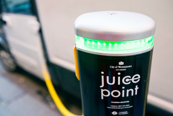 Transportation「A Mega van electric vehicle re charging at a Juice Point electric vehicle charging point in westminster, london, UK.」:写真・画像(11)[壁紙.com]