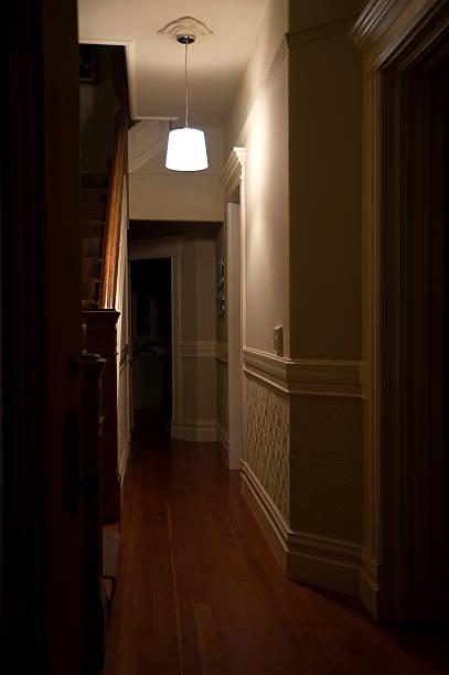 Dark Hallway:スマホ壁紙(壁紙.com)