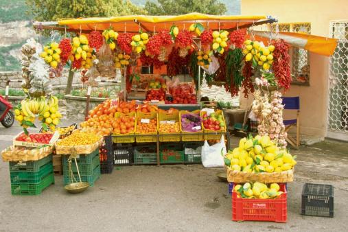 アマルフィ海岸「Fruit stand in a market, Amalfi, Italy」:スマホ壁紙(9)