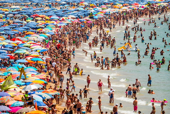 Beach「Summer Holiday Season Begins And Tourists Flock To The Beaches In Spain」:写真・画像(0)[壁紙.com]