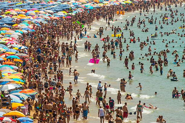 Summer Holiday Season Begins And Tourists Flock To The Beaches In Spain:ニュース(壁紙.com)