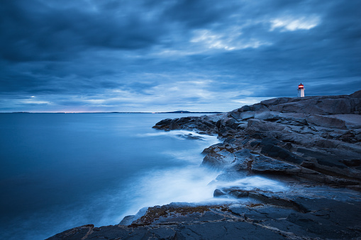 Water's Edge「Peggy's Cove Lighthouse at dusk」:スマホ壁紙(10)