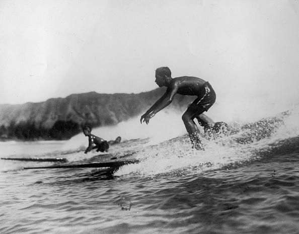 サーフィン「Young surfers at the coast of Waikiki. Hawaii. Photograph. Around 1935.」:写真・画像(17)[壁紙.com]