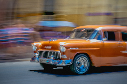 Unrecognizable Person「On a street in Havana, an old but well maintained orange American car is going by.」:スマホ壁紙(16)