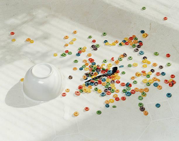 Spilt bowl of cereal on white floor:スマホ壁紙(壁紙.com)