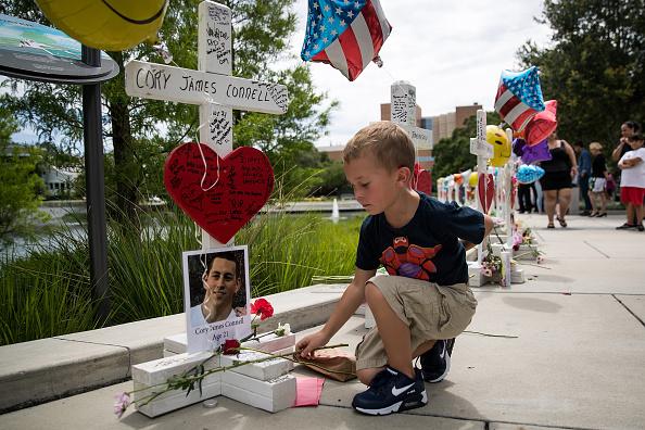フロリダ州オーランド「Orlando Continues To Mourn The Mass Shooting At Gay Club That Killed 49」:写真・画像(13)[壁紙.com]