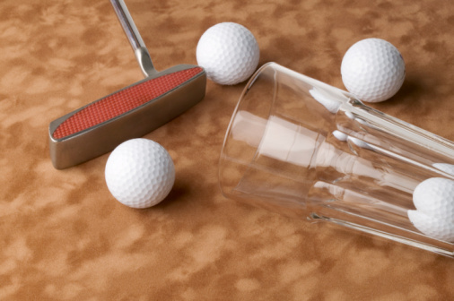 Putting - Golf「Putter, golf ball and glass」:スマホ壁紙(16)