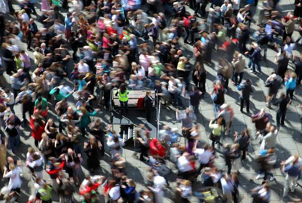 Effort「Hundreds Attempt Waltz World Record In Bath」:写真・画像(7)[壁紙.com]