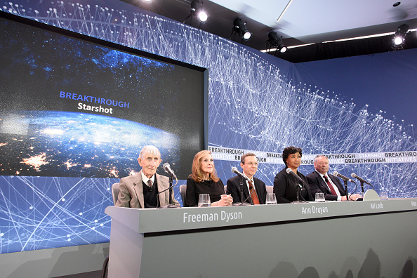 Chairperson「Yuri Milner And Stephen Hawking Announce Breakthrough Starshot, A New Space Exploration Initiative」:写真・画像(19)[壁紙.com]