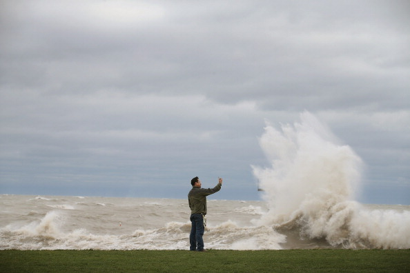 "Great Lakes「""Frankenstorm"" Generates Large Waves On Lake Michigan」:写真・画像(7)[壁紙.com]"