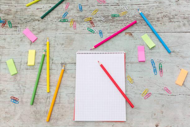 Spiral notebook, paper clip, marker  and coloured pencils on wood:スマホ壁紙(壁紙.com)