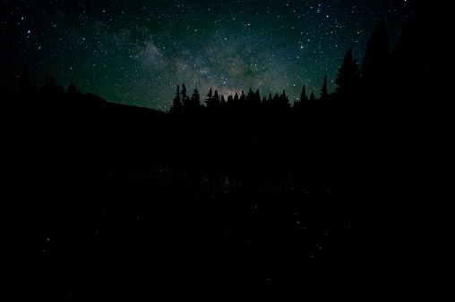 Milky Way「Countless stars of the Milky Way reflect in a lake in Yosemite National Park」:スマホ壁紙(1)