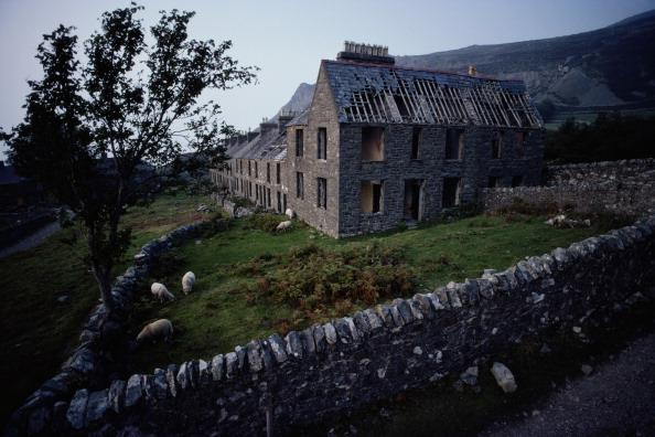 Travel Destinations「Abandoned Housing」:写真・画像(19)[壁紙.com]