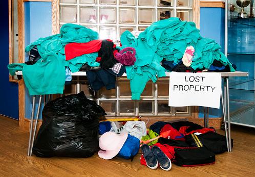 Isle of Man「School lost property stand」:スマホ壁紙(16)