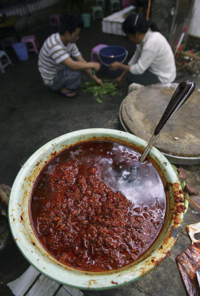 "Spice「People Eat ""Malatang"" Snack At Street Booth In Chongqing」:写真・画像(14)[壁紙.com]"